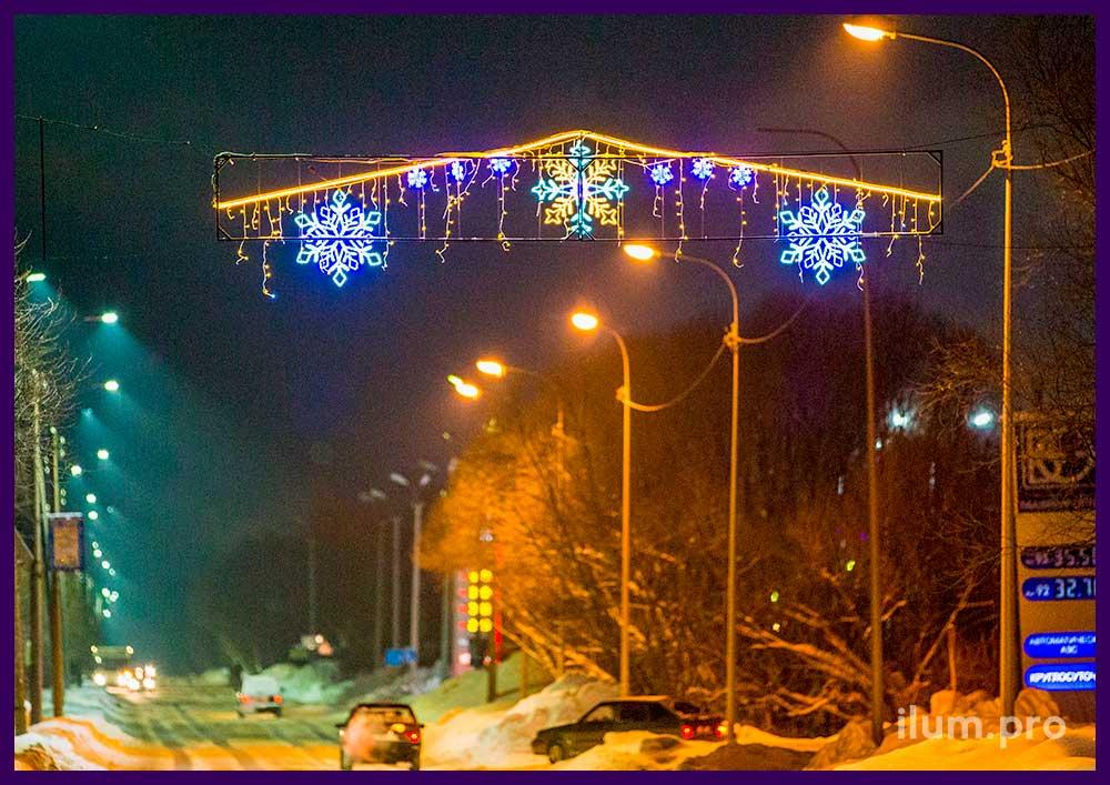 Новогодняя перетяжка со снежинками и гирляндами