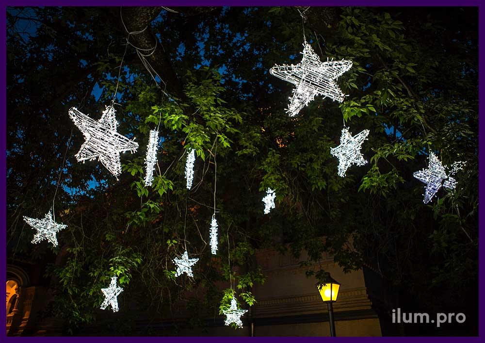 Светодиодные звезды из белых гирлянд для деревьев