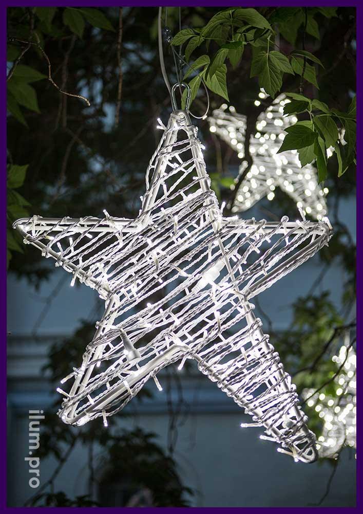 Белая светодиодная звезда из гирлянд на каркасе