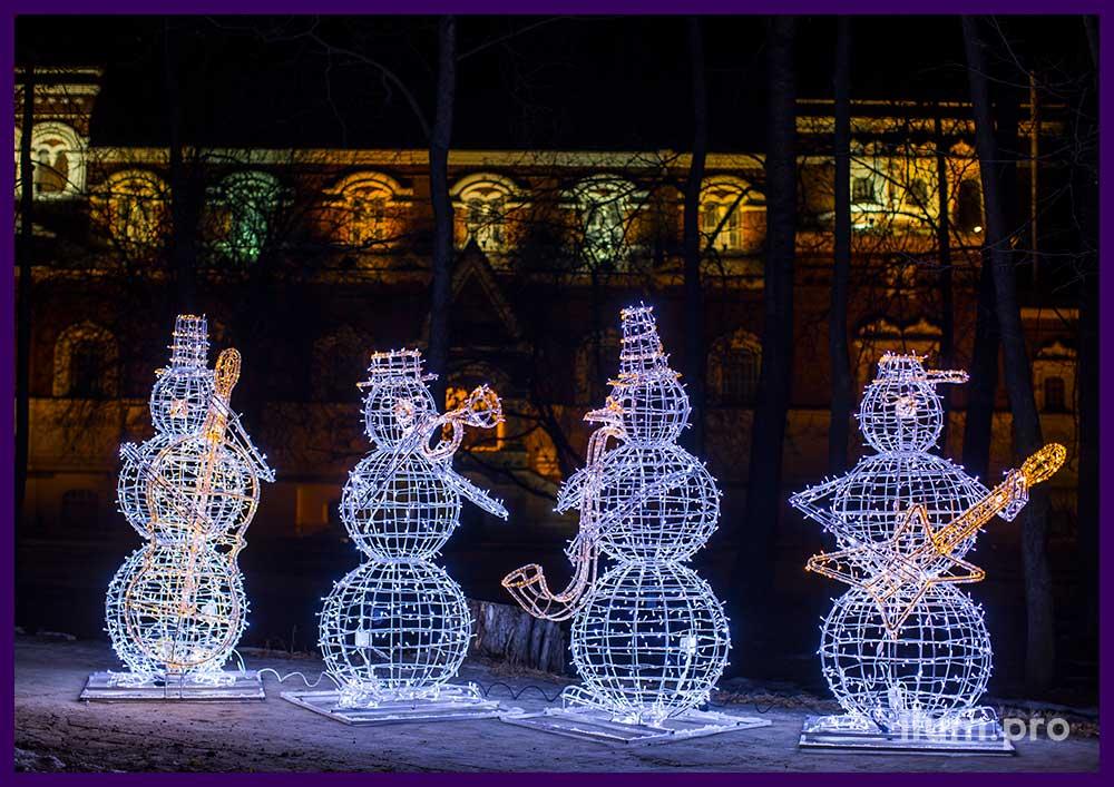 Новогодняя фотозона - Квартет снеговиков с гирляндами
