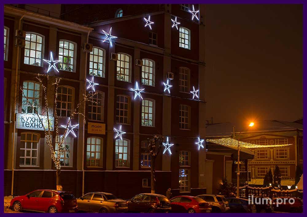 Светящиеся звёзды на фасаде здания в Иваново