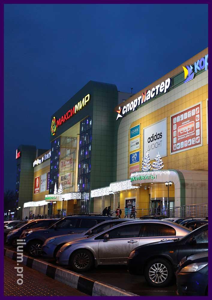 Светящиеся ёлки для украшения торгового центра в Воронеже
