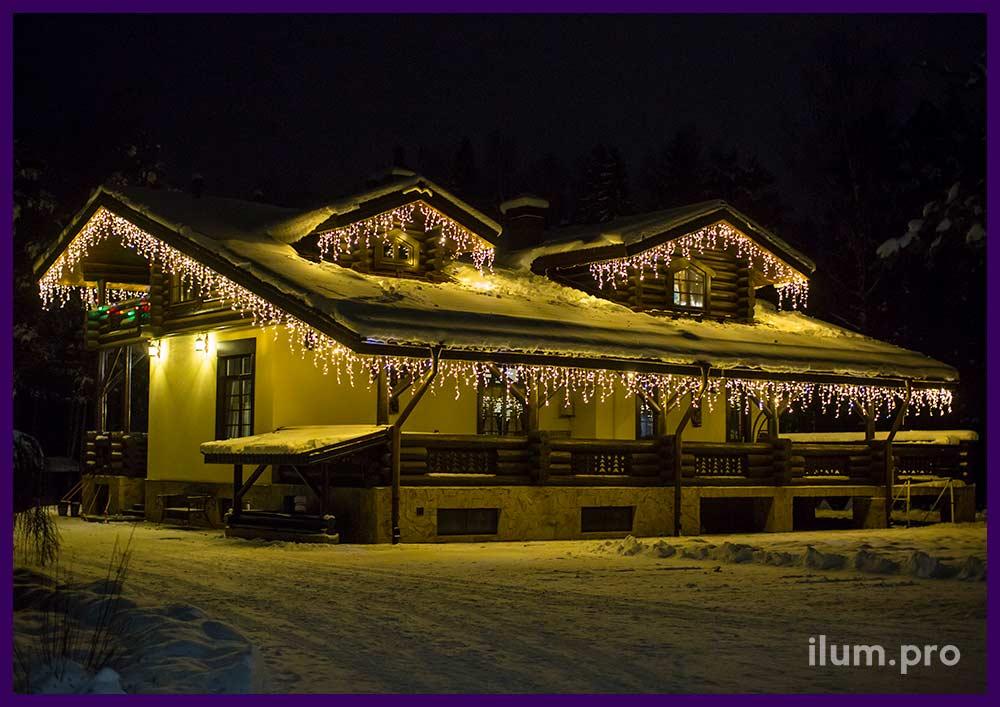 Новогоднее украшение крыши загородного дома в Иваново гирляндами