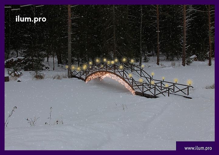 Новогоднее оформление моста гирляндами