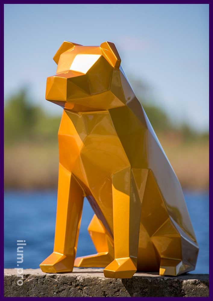 Золотая фигура собаки из металла для фотозоны