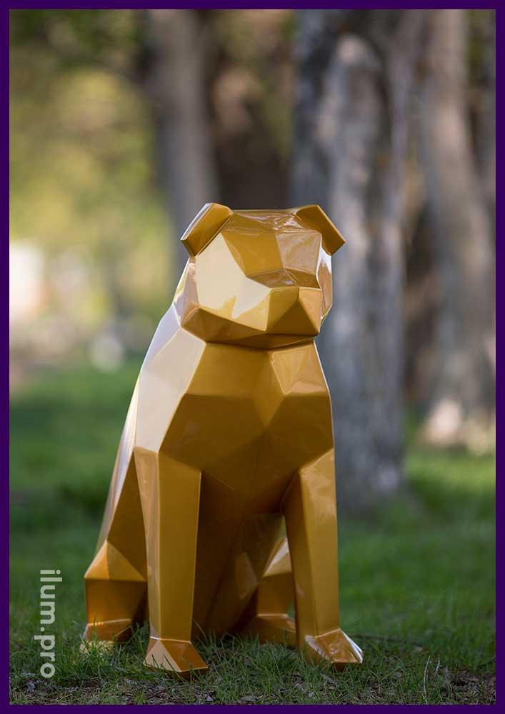 Декоративная полигональная фигура собаки золотого цвета