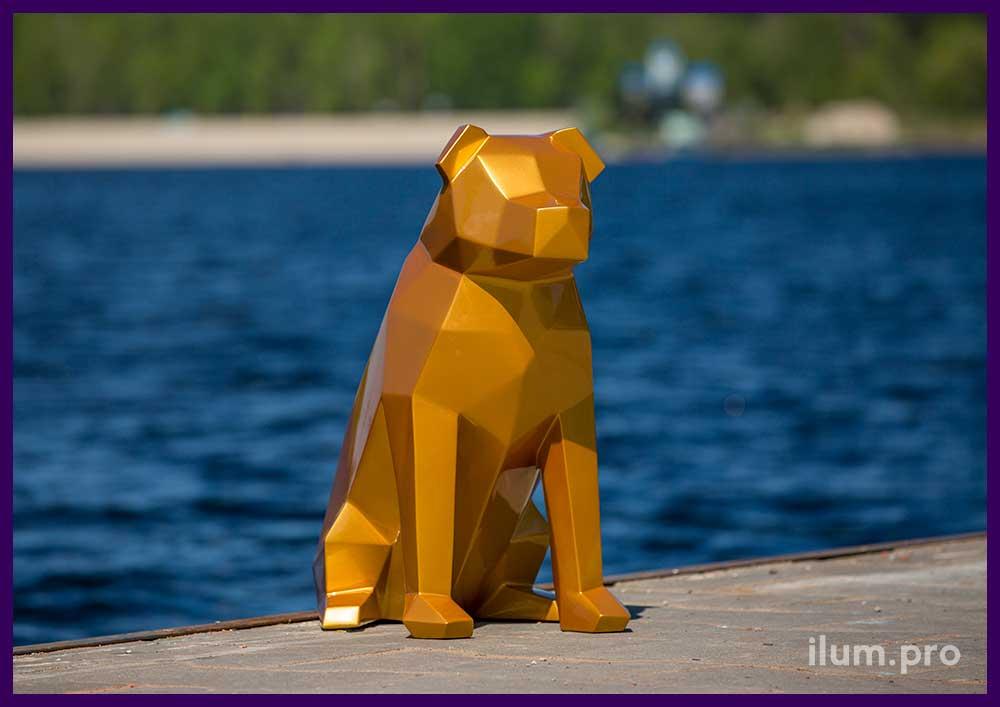 Золотая полигональная фигура собаки для улицы