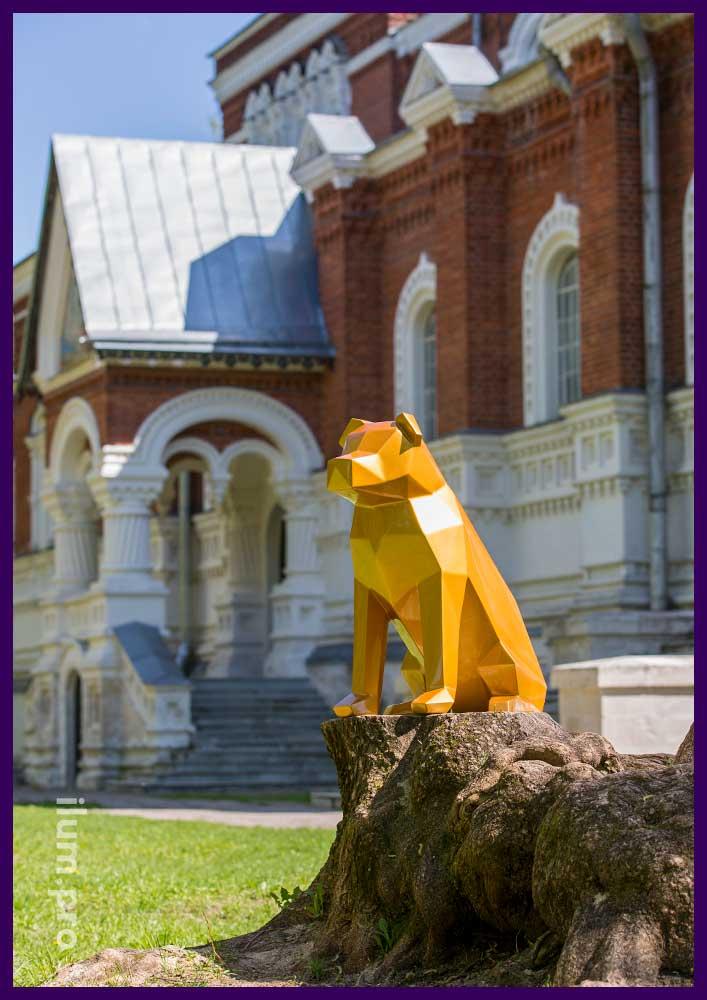 Металлическая фигура собаки в полигональном стиле