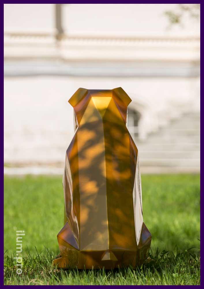 Полигональная собака из металла золотого цвета