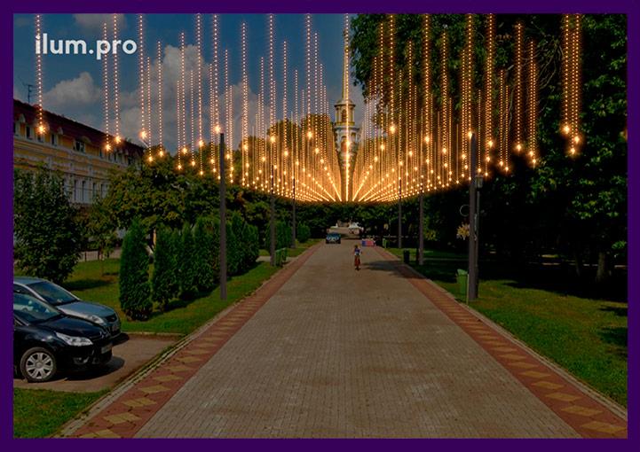 Светодиодные гирлянды над дорожкой в Рязани