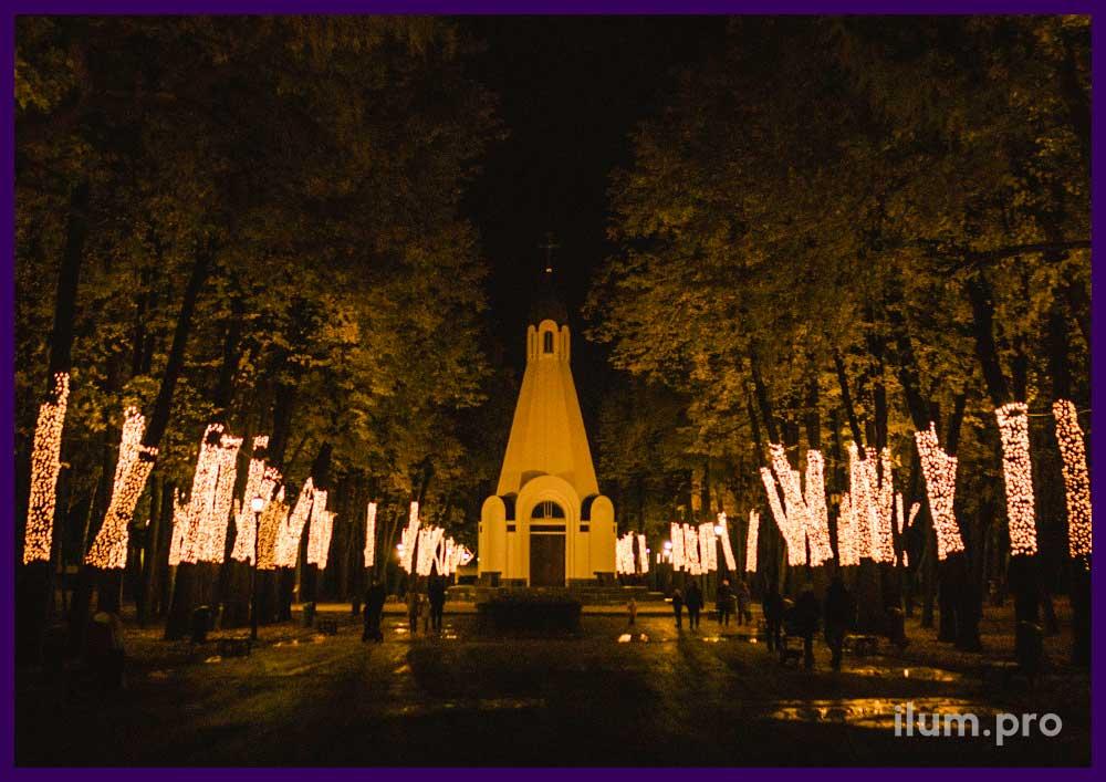 Подсветка стволов деревьев светодиодными гирляндами