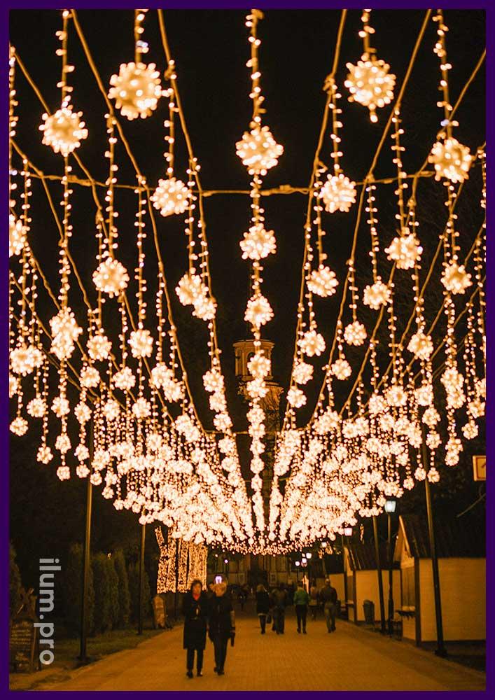 Подсветка гирляндами улицы к праздникам