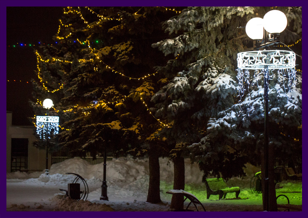 Уличные консоли на фонарях на Новый год с подсветкой
