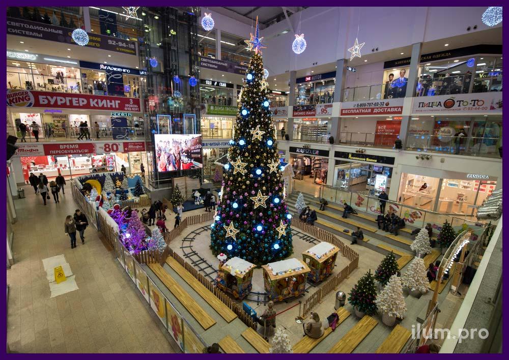 Украшение интерьера торгового центра к Новому году