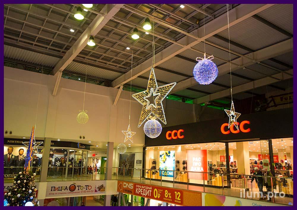 Оформление интерьера ТЦ на Новый год световыми фигурами