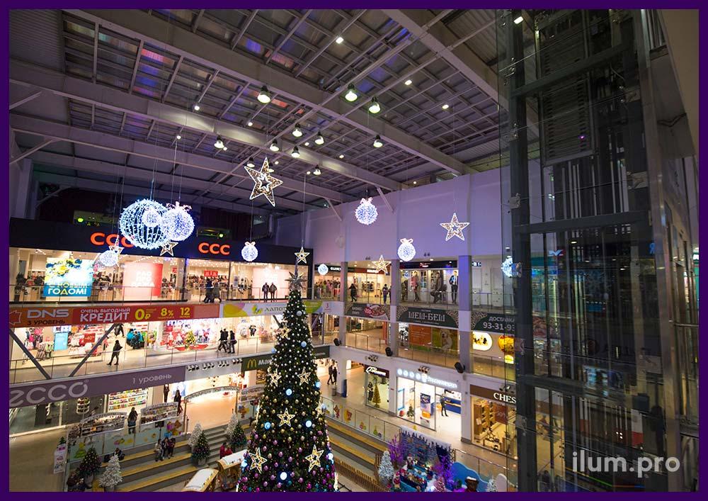Новогодние подвесные фигуры для украшения торгового центра