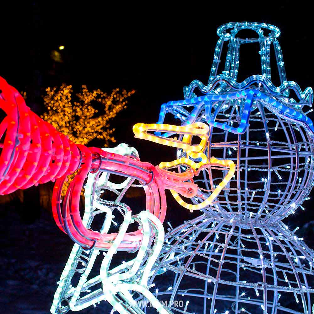 Световые фигуры снеговиков