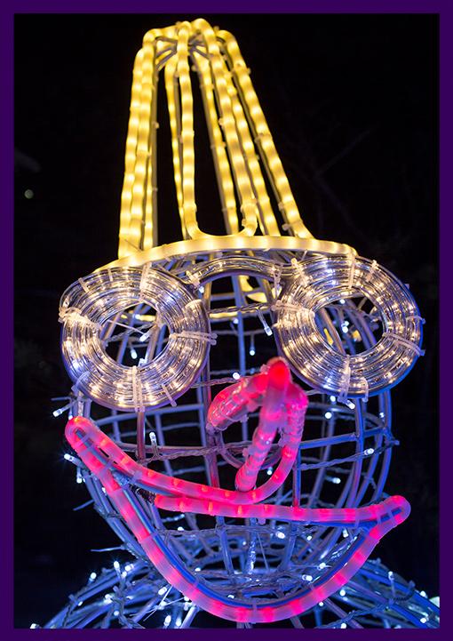 Голова снеговика с светодиодной подсветкой гирляндами на алюминиевом каркасе