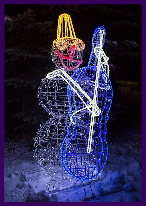 Светодиодная фигура снеговик с контрабасом в шапке и очках