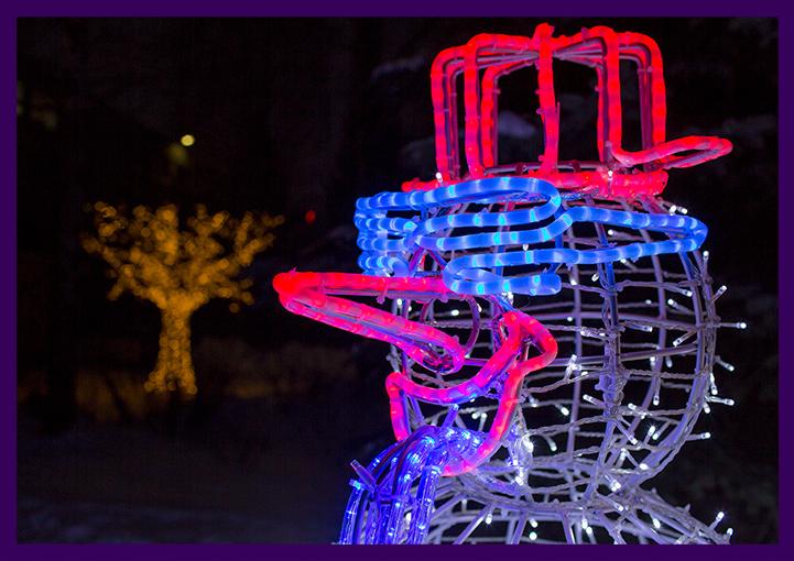 Новогодняя уличная фигура снеговика с подсветкой