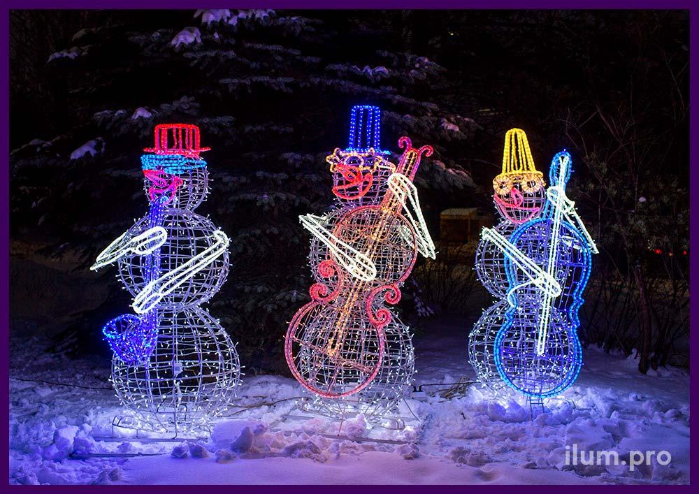 Светодиодные фигуры разноцветных снеговиков с гирляндами