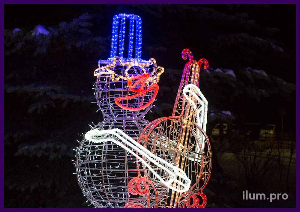 Снеговик с контрабасом с подсветкой гирляндами и дюралайтом