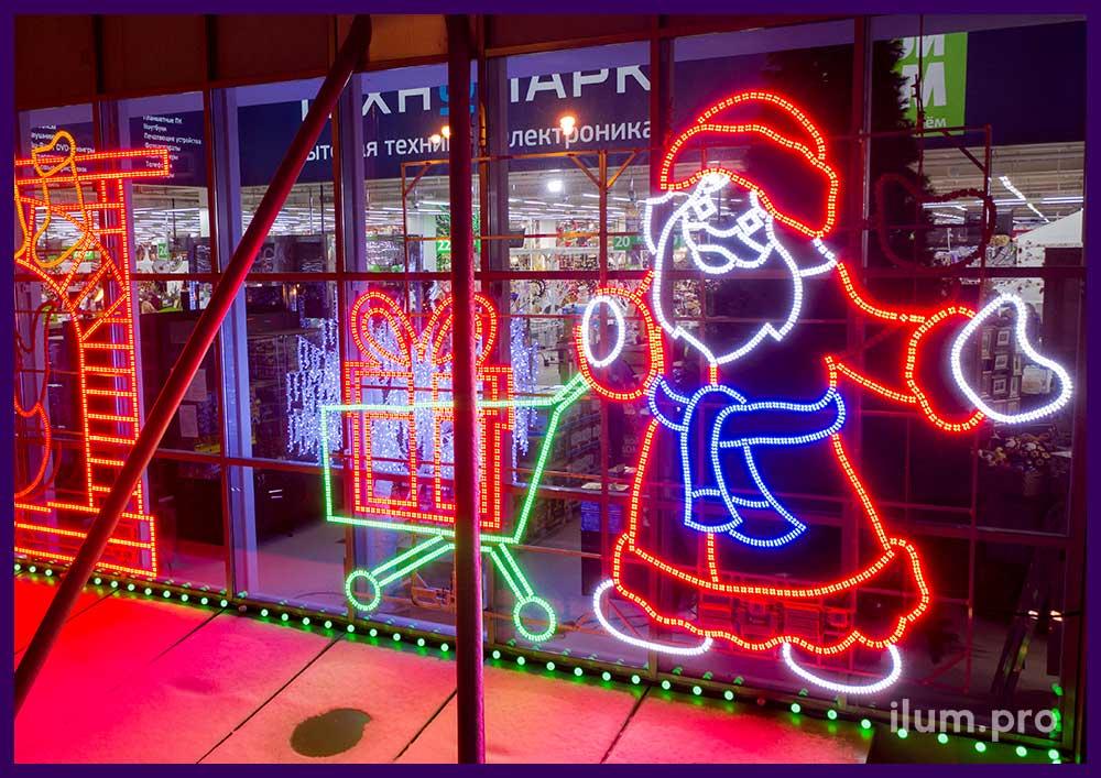 Новогоднее украшение фасада ТЦ в Московской области