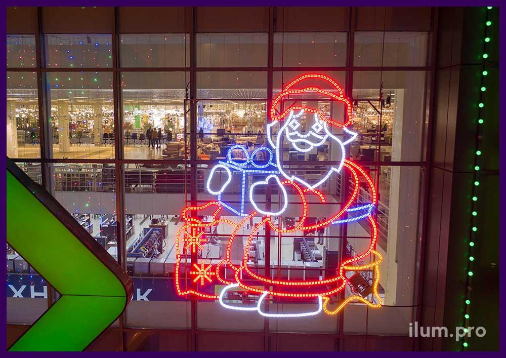 Новогодние украшения с подсветкой для фасада ТЦ