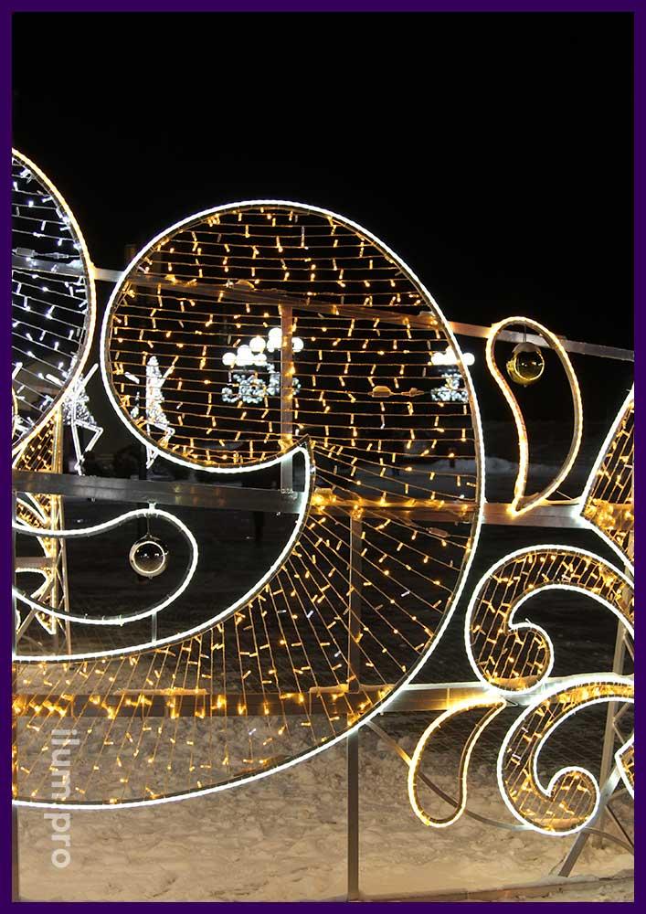 Арт-объект с подсветкой во Владимире на Театральной площади