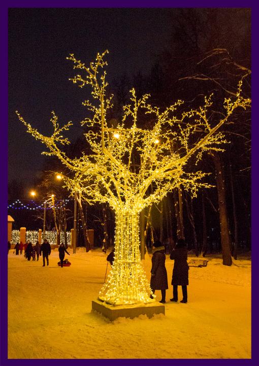 Яркое светодиодное дерево, как на улицах Москвы