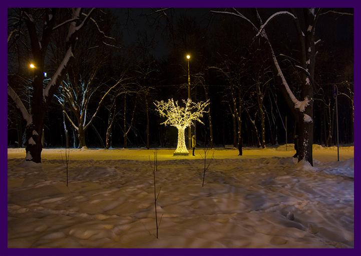 Новогоднее украшение парка - световое дерево