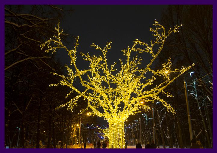 Дерево из металла и подсветкой гирляндами