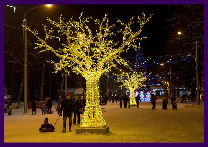 Объёмное светодиодное дерево из алюминия и гирлянд