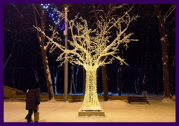 Новогодняя деревня в Лесопарке в Рязани, светящиеся деревья