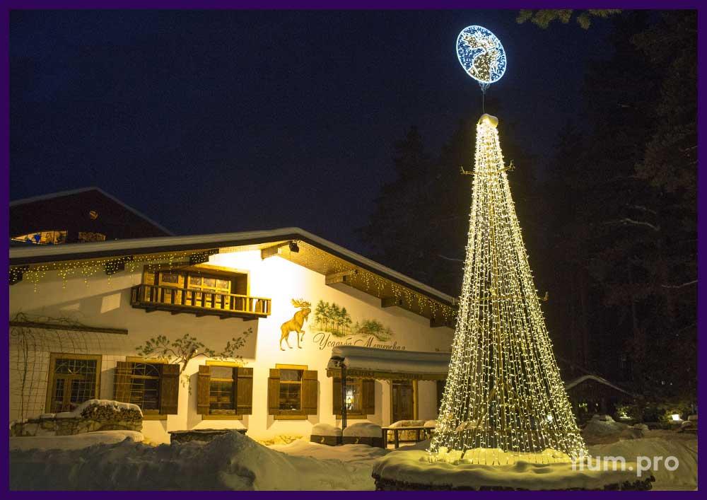Новогоднее украшение ресторана во Владимирской области гирляндами