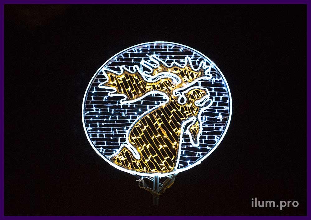 Лось на логотипе из гирлянд Парк-Отеля