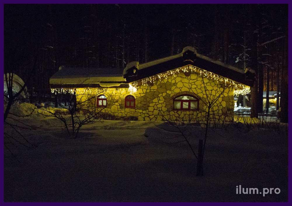 Новогоднее украшение светодиодными гирляндами крыш домов