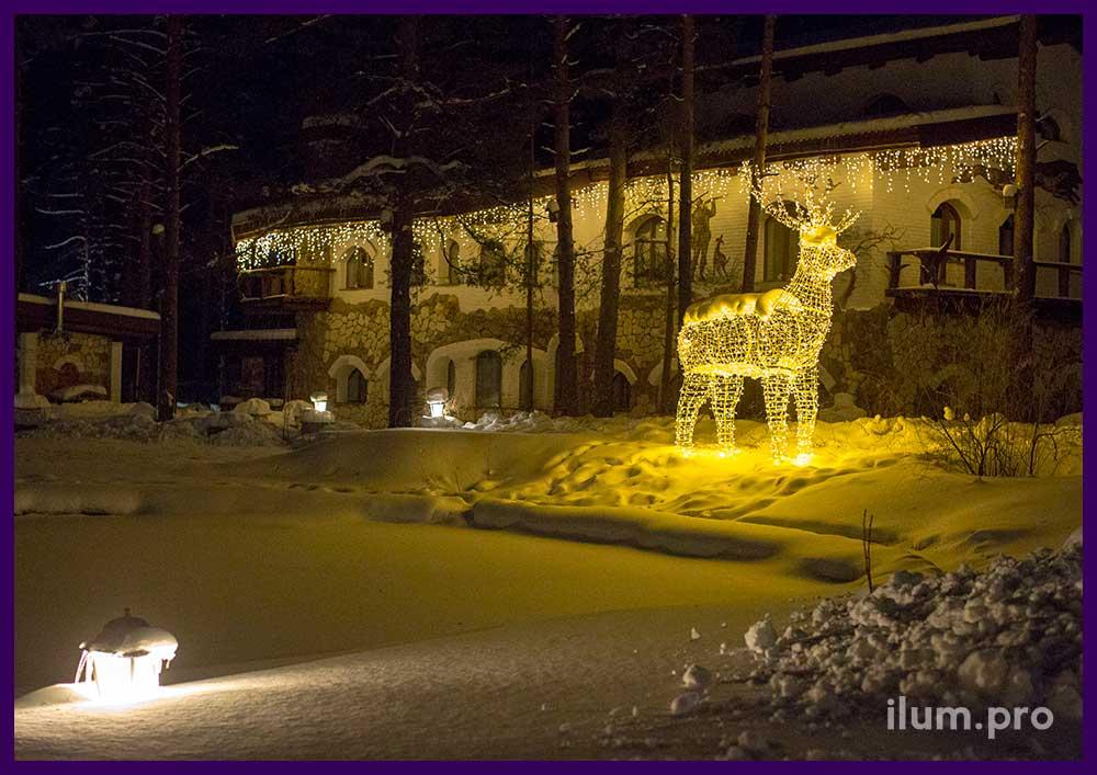 Светящийся олень на территории Парк-Отеля