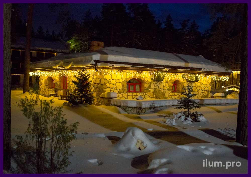 Украшение светодиодной гирляндой крыши дома