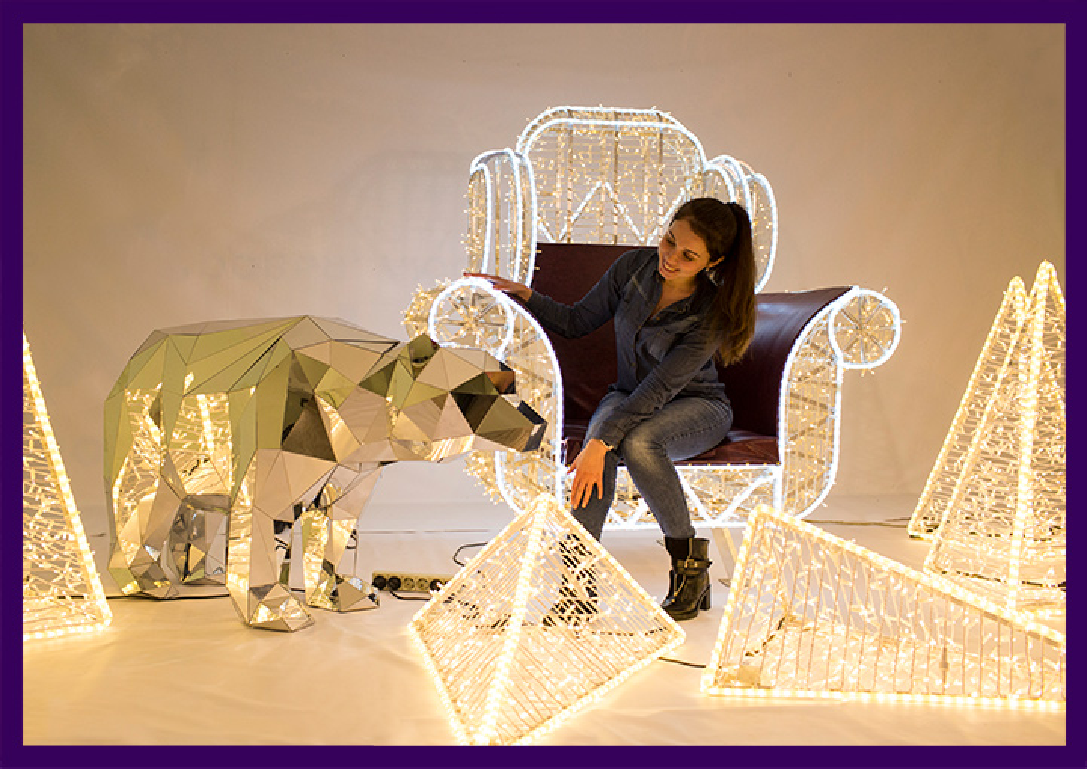 Праздничные украшения для улицы и интерьера, светящееся кресло и полигональный медведь