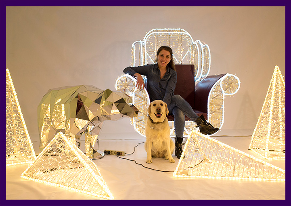Световые украшения и фигуры для фотозон на праздник, кресло из гирлянд и полигональная скульптура медведя