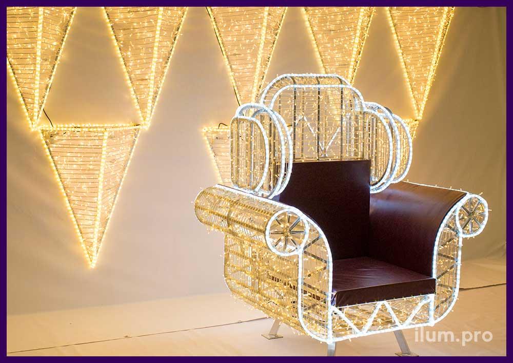 Праздничная иллюминация - фотозона с креслом из гирлянд