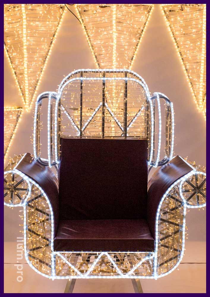 Кресло для украшения торгового центра из гирлянд