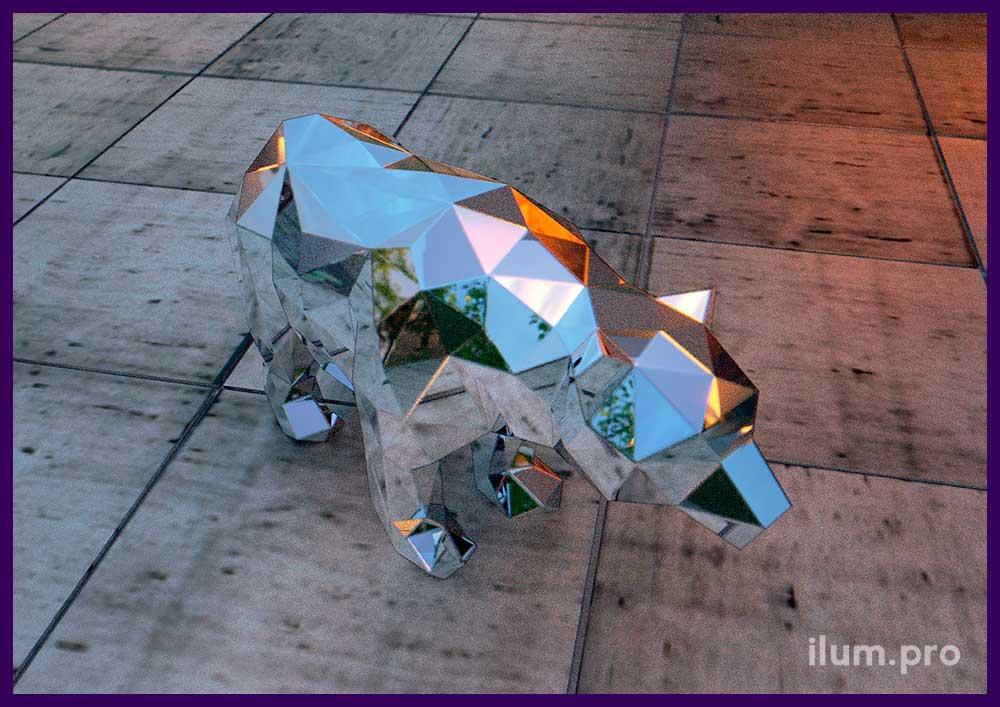 Полигональный зеркальный медведь из нержавеющей стали