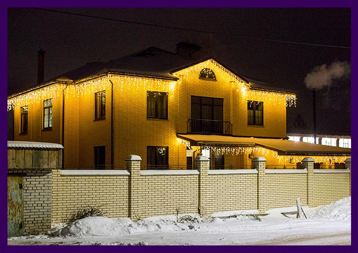 Украшение частного дома светодиодной бахромой