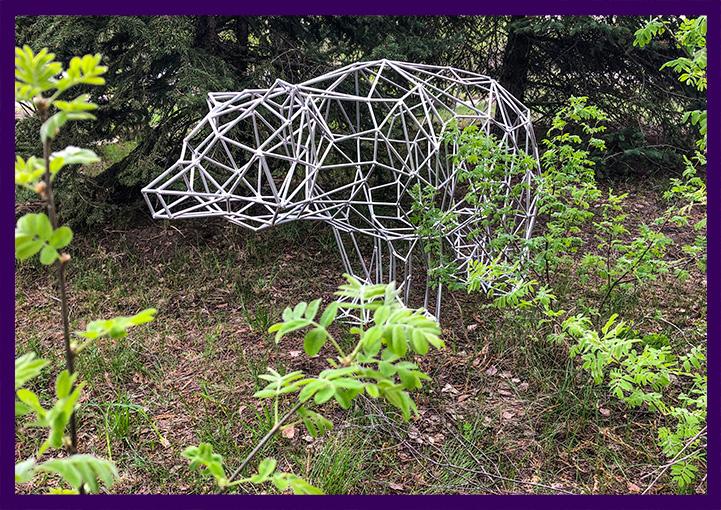 Металлическая полигональная фигура для сада медведь
