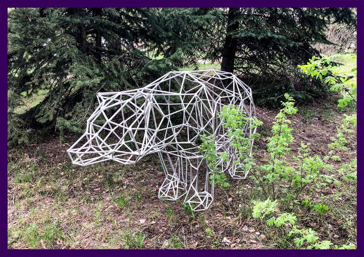 Алюминиевая прозрачная полигональная фигура медведь