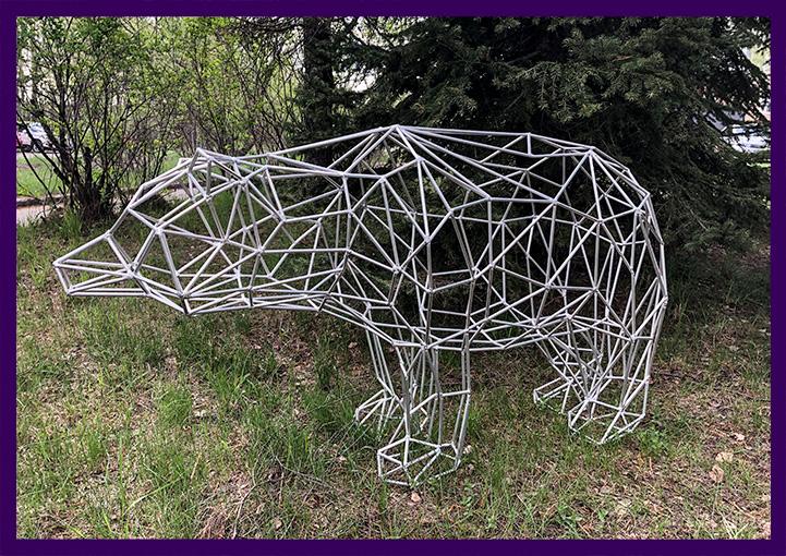 Полигональный медведь в стиле хайтек