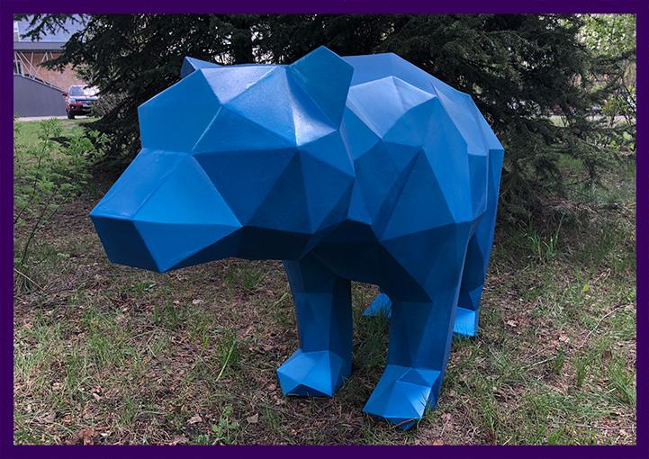Уличная полигональная скульптура животного с краской