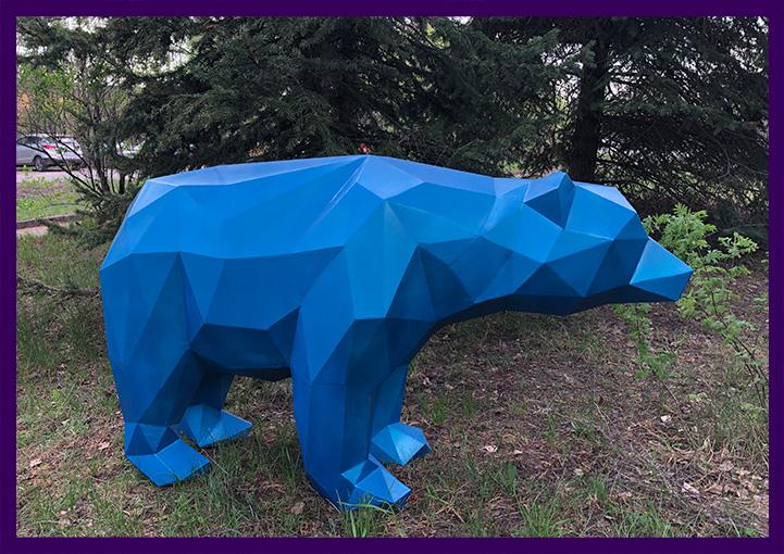 Полигональная садово парковая скульптура медведя